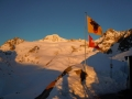 galenstock-am-morgen-mit-fahne